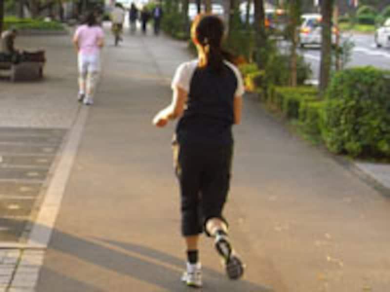 ストレス解消に効果絶大なジョギングは、都会生活者にはもってこいの運動だ
