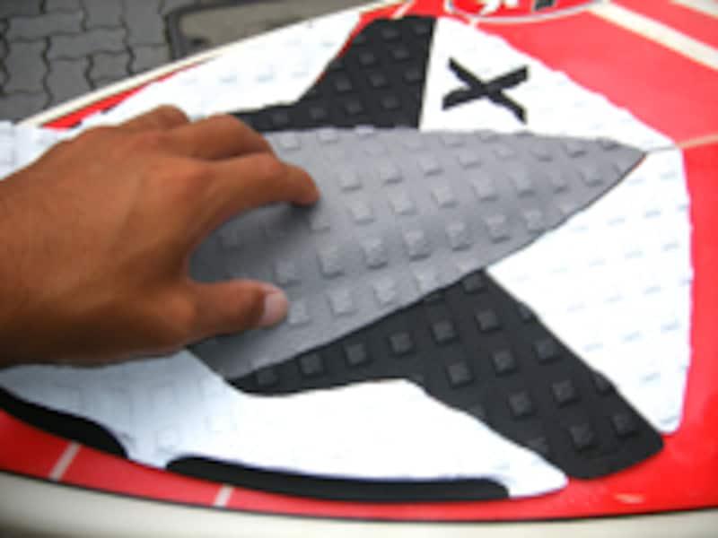 新品のデッキパッドで、サーフボードもリニューアル!
