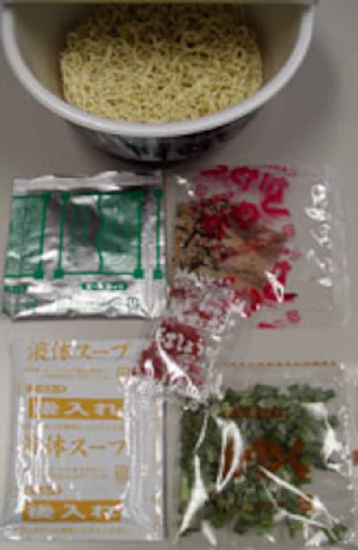 エースコック 博多でみつけた背脂とんこつラーメン 内容物