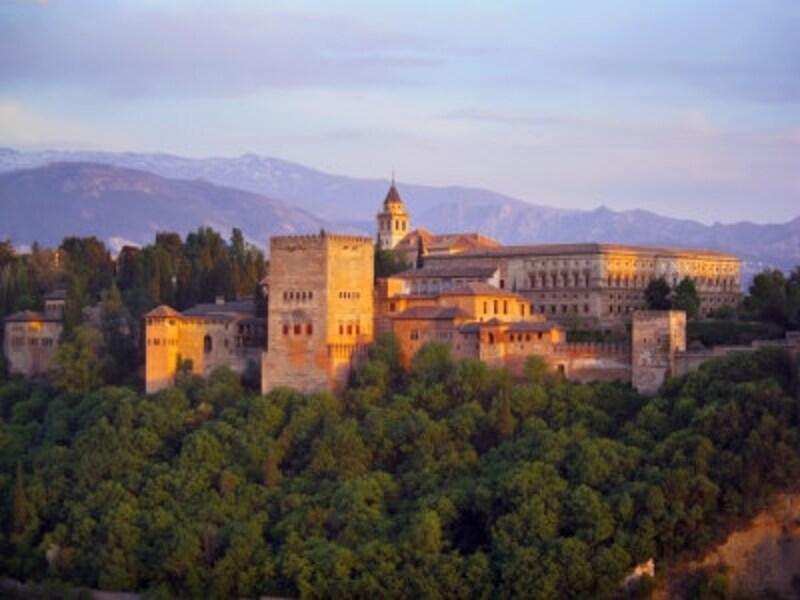 アンダルシア観光のハイライトはグラナダのアルハンブラ宮殿