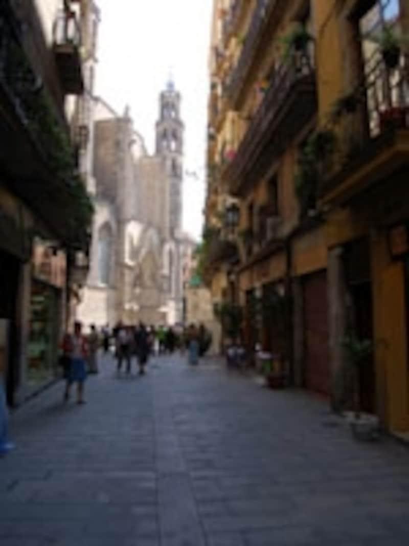 迷路のように路地が入り組んだ旧市街