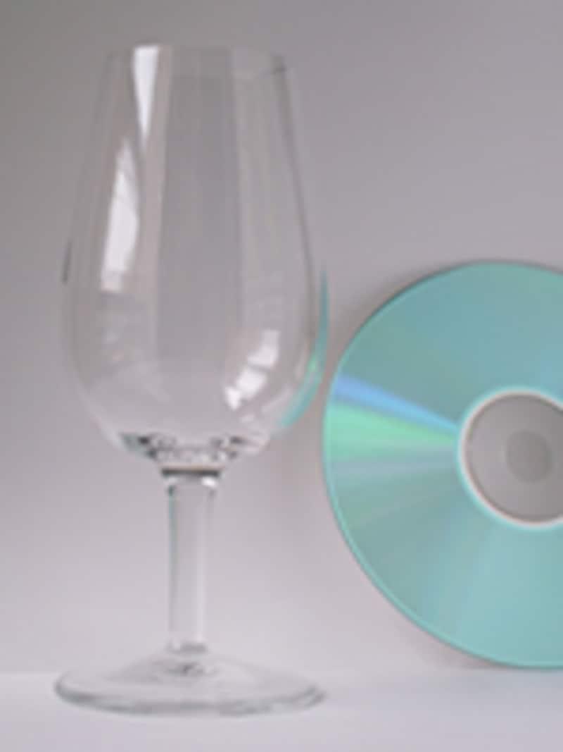 テイスティンググラスとCD