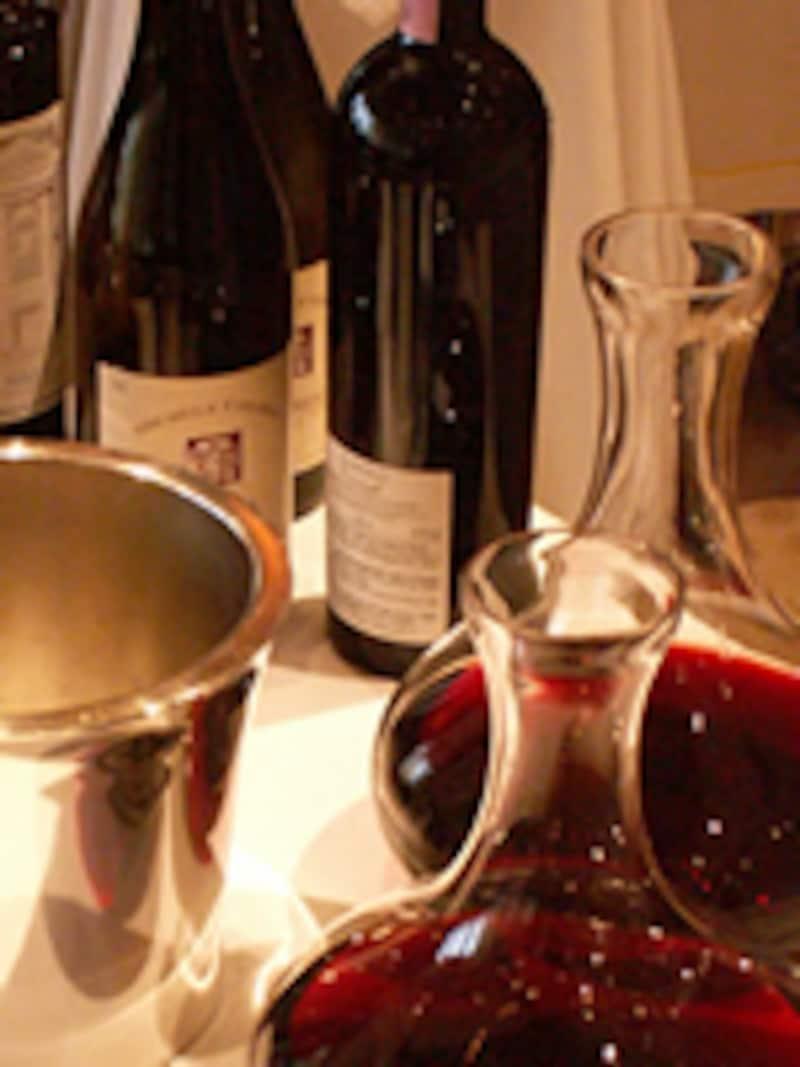 ワインのボトルとデカンター