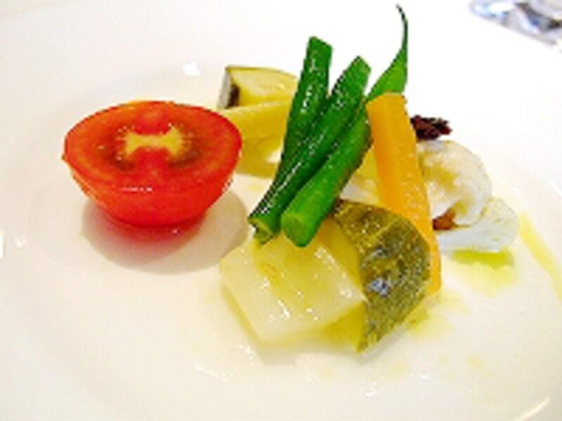 自然な苦味と甘さがうまく絡み合う、野菜のマリネ