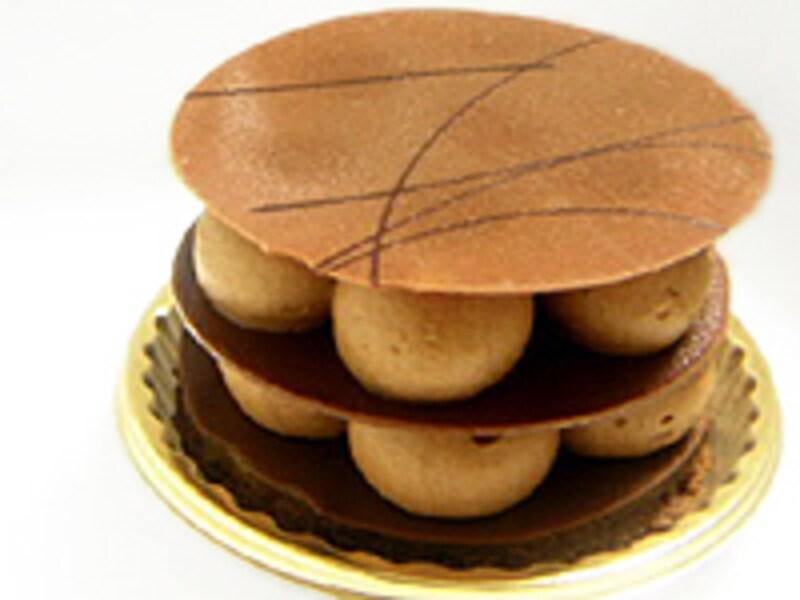 ミルフィーユショコラクレーム(630円)は、紅茶&オレンジの香りと共に味わう、美しいビジュアル。もはや芸術品の域です。