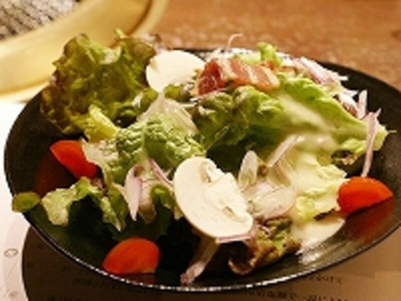 生野菜でさっぱり。シーザーサラダ