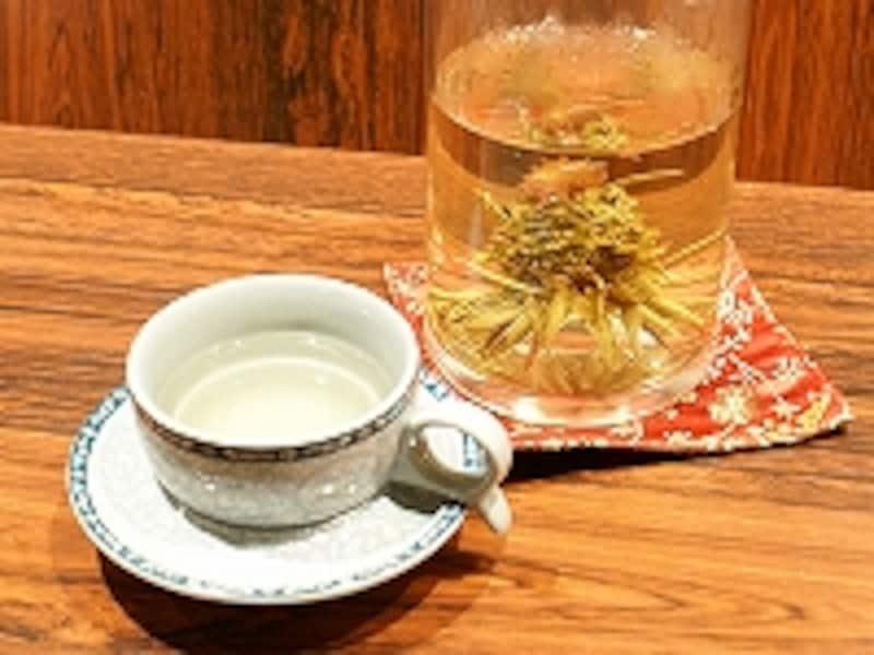 時間がたつと花が咲いたように開く工藝茶。それに伴い、味も変化するのが楽しい中国茶です。