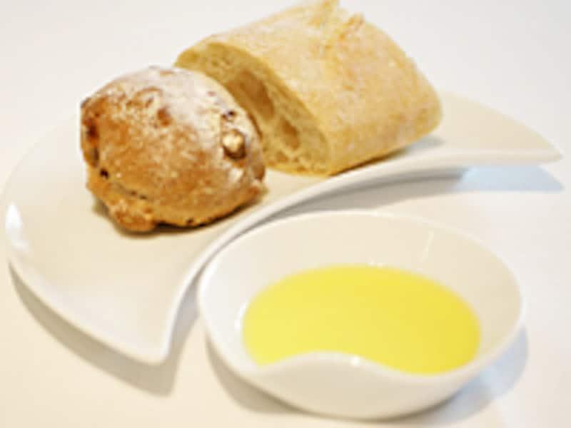 パンにももちろん、バターではなくオリーブオイル