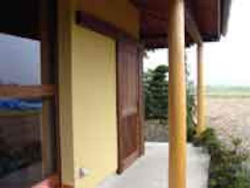 entrance_190.jpg