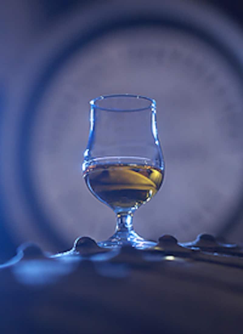 初めて飲むウイスキーは、テイスティンググラスで