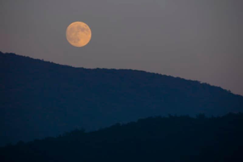 十五夜(中秋の名月)が満月とは限りません