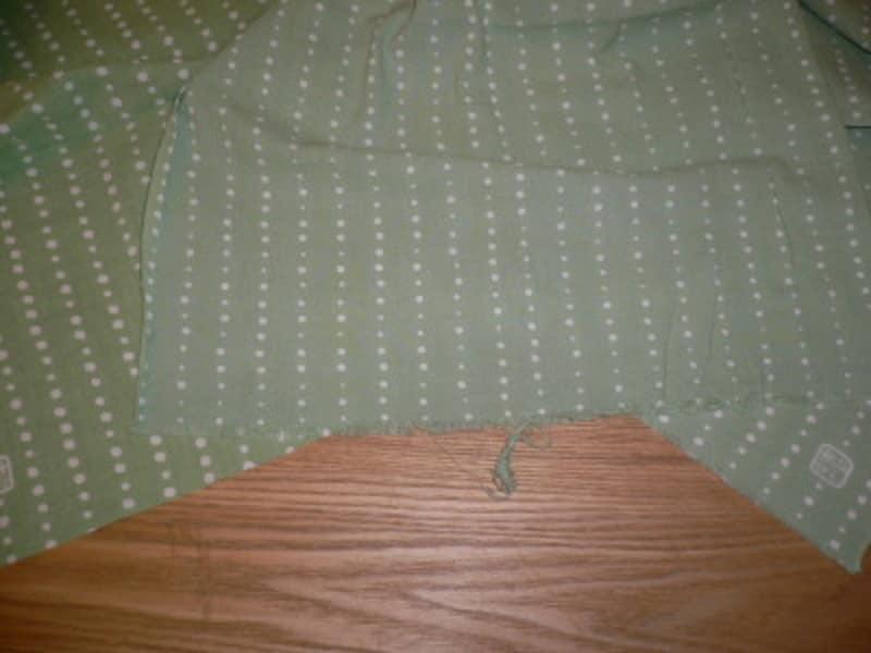 端の様子をご覧ください。左:新品です(変り豆・青磁¥840)→中央:洗濯してこのぐらい糸がほつれてきたら→右:ほつれた糸を数回カットすれば落ち着きます。