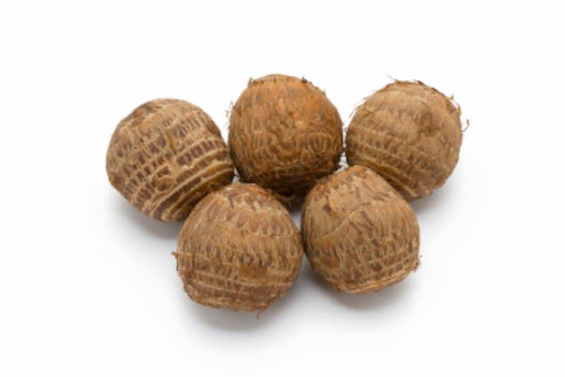 十五夜にはこの頃収穫した農作物を供えます。その代表が里芋なので「芋名月」と呼ぶのです