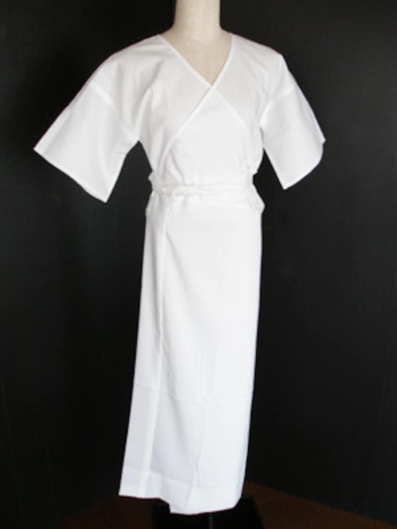 浴衣の下着は、付け紐を前で結んだら、垂らさず紐にからげておく