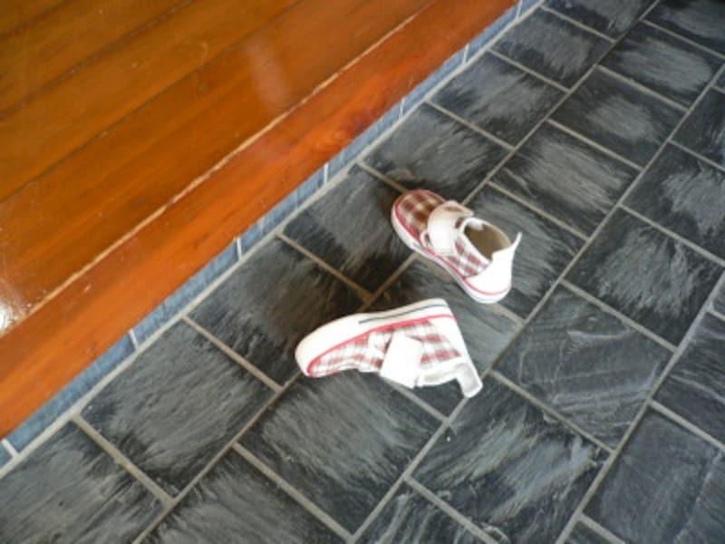 靴を揃えないのはお行儀が悪い。では、どうやって揃えたらいいのでしょう?