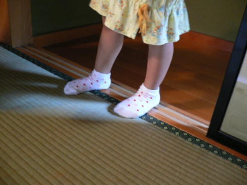 敷居は踏まないことを、幼いころから教えておきたいですね