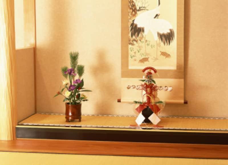 鏡餅を床の間に飾るのは、そこが神聖な場であり、年神様の拠り所として相応しいからです
