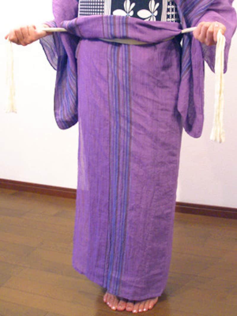 浴衣の着崩れ直し方3.原因は腰紐のゆるみなので、腰紐の結び目を解いて結び直しておくと安心です。
