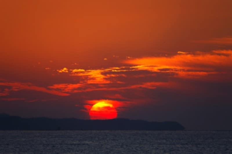太陽が真西に沈むとき、西のあの世(彼岸)と東のこの世(此岸)が最も通じやすくなると考えました