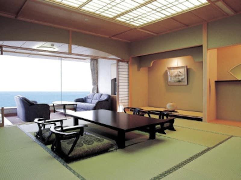 宿のしつらいや景色も旅の楽しみ。床の間や窓際に荷物を置くのはNGです