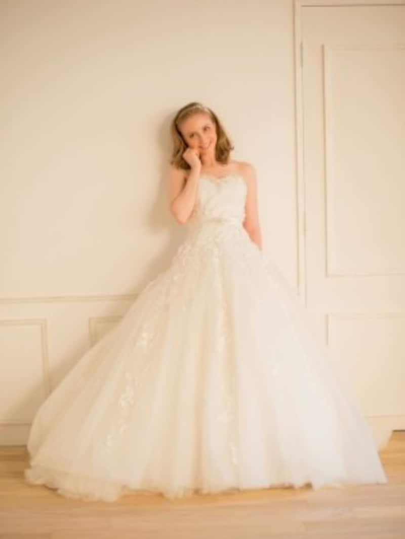 トレンドの軽やかなマテリアルは、花嫁らしい可憐な印象。春夏の花嫁には特にオススメです写真提供:WHITEDOOR
