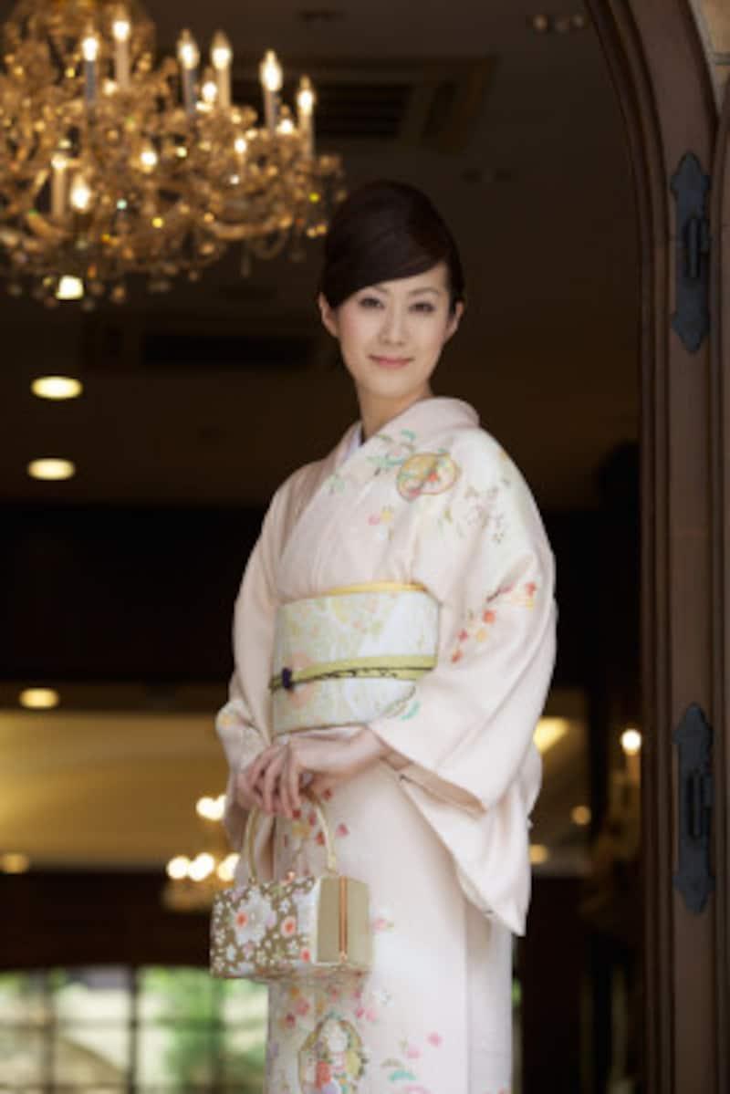 結婚式 親族の着物 20代独身の姉妹 黒留袖,色留袖,振袖
