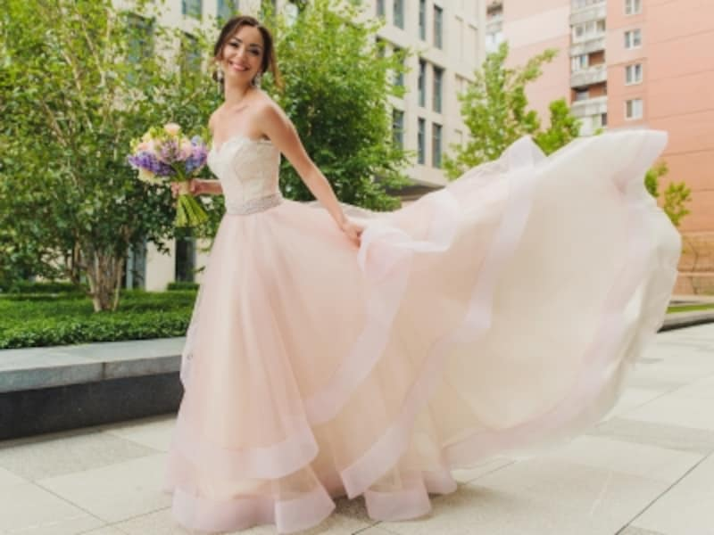 お色直しは、ウェディングドレスからカラードレスが人気