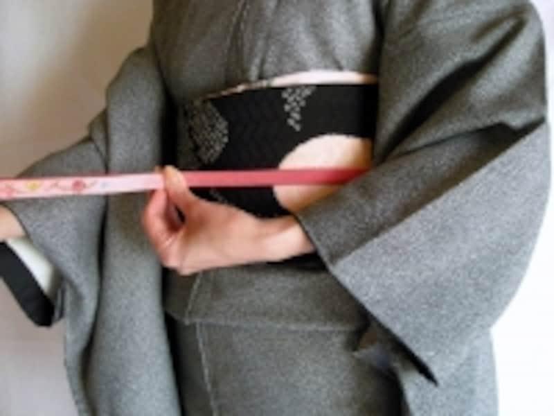 帯締めの基本「本結び」の結び方1:体の中央で揃える