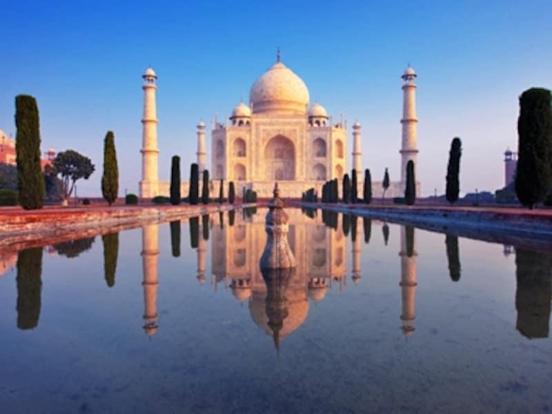 完璧なシンメトリーと純白の白大理石が美しいインドの至宝タージマハル