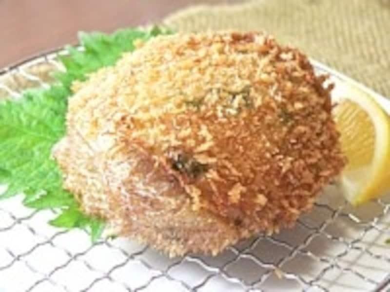 蟹肉をたっぷり詰めた上等な揚げ物「蟹の甲羅揚げ」