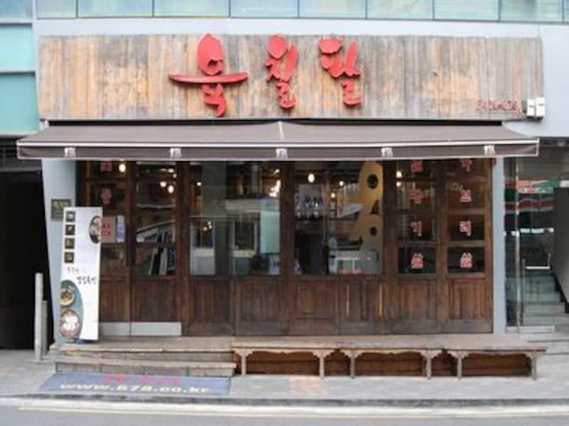 木造のかわいい外観が目印。ソウルで超有名な焼肉店です