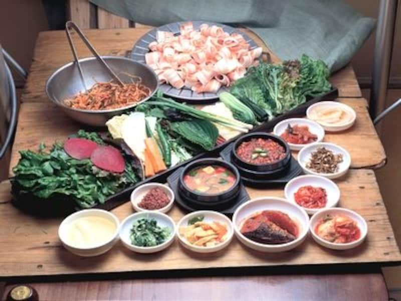 こんなにたくさんの葉野菜が出るサムパプ料理店も珍しいんですよ!