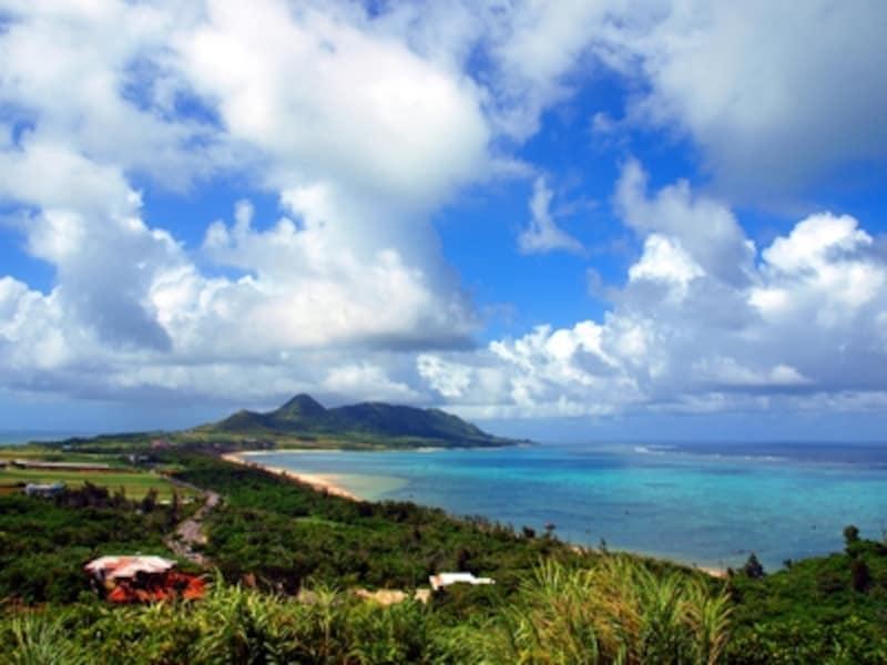島の中間に位置する玉取崎展望台からの晴れた日の眺めは最高!
