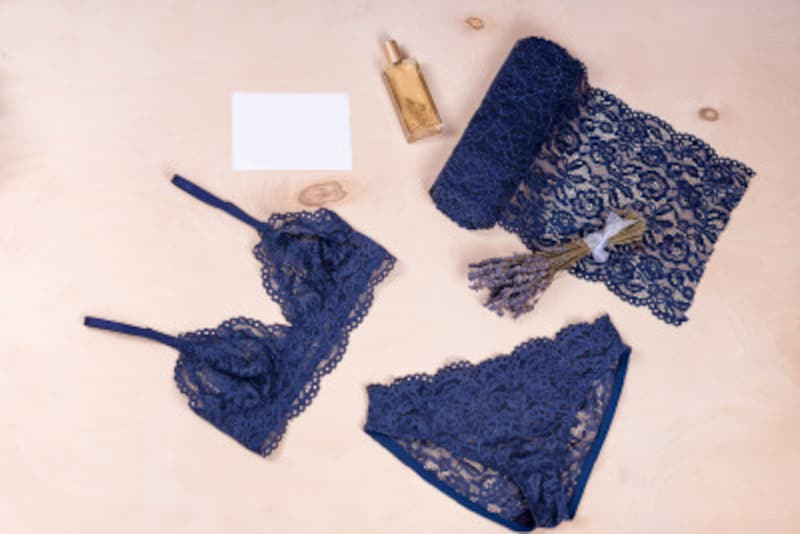 紺色や茶系の下着が多い女性の心理・性格・恋愛傾向