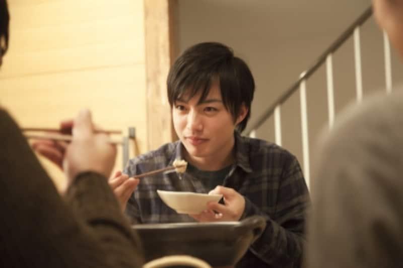 いかなる時も行儀良く、淡々と食べる男性は淡白か、あるいは……