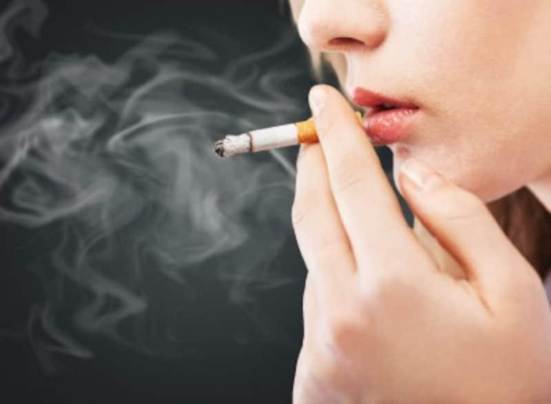タバコを吸う若い女性の割合は、比較的横ばいです