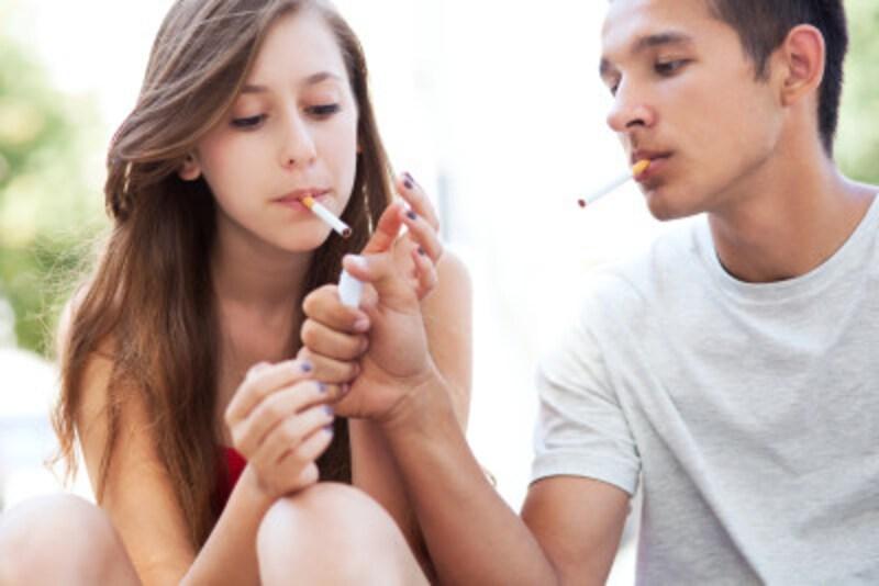 タバコを吸う女性と相性のいい男性の特徴をチェック!