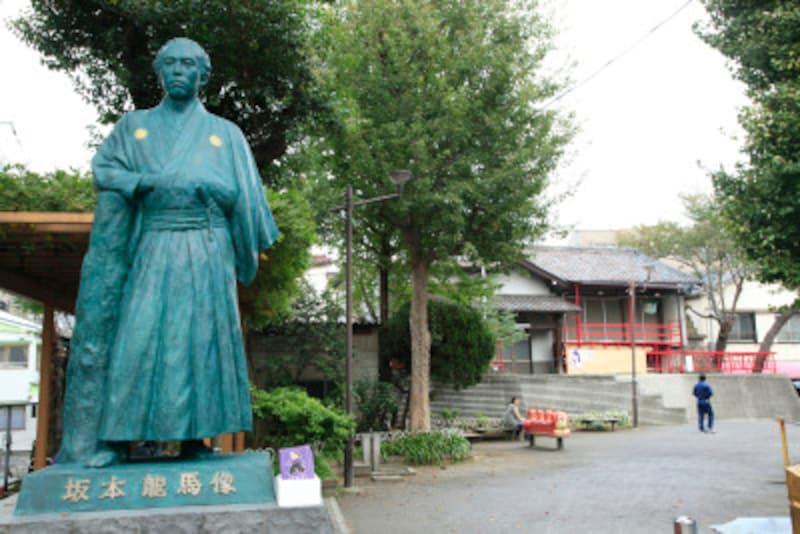 北浜川児童遊園の龍馬像