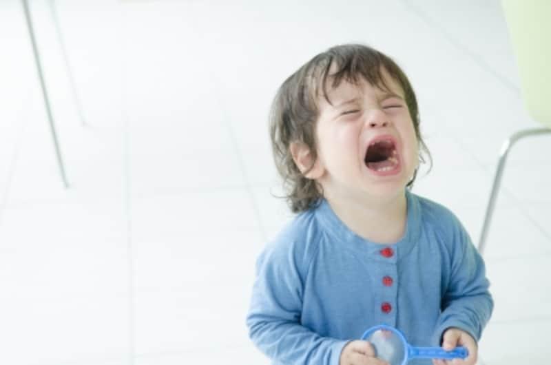 泣くことを隠さない、ストレートな感情表現