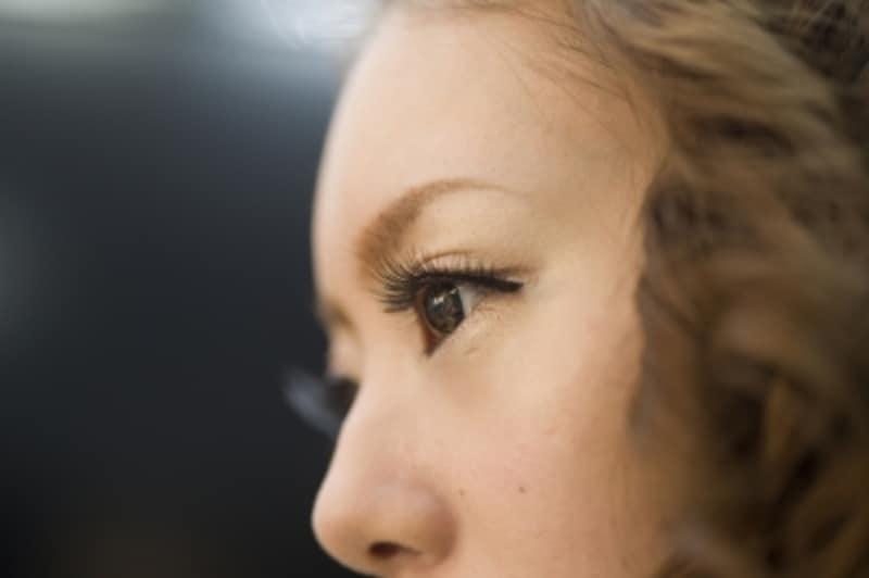 化粧が濃い女性や化粧が薄い女性の恋愛心理