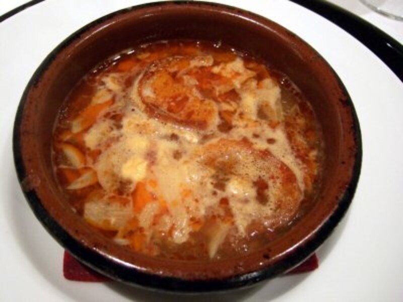 「ソパ デ アホ」ニンニクと半熟卵のスープ。