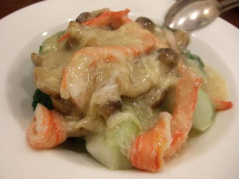 季節野菜の蟹肉あんかけ。