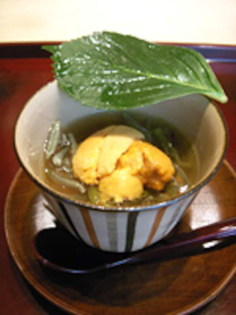 雲丹と蓴菜の小茶碗