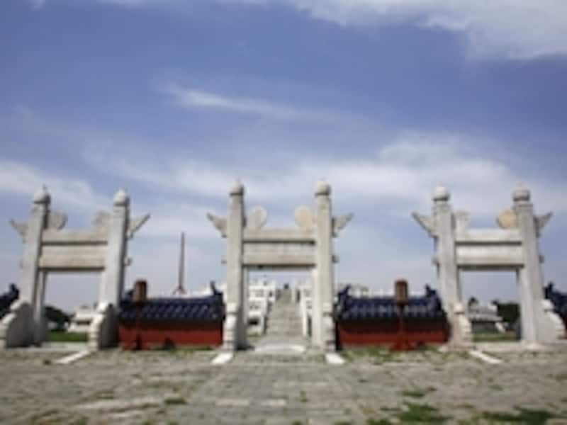 円形の内壁外側から見た圜丘壇。門の形も特異©牧哲雄