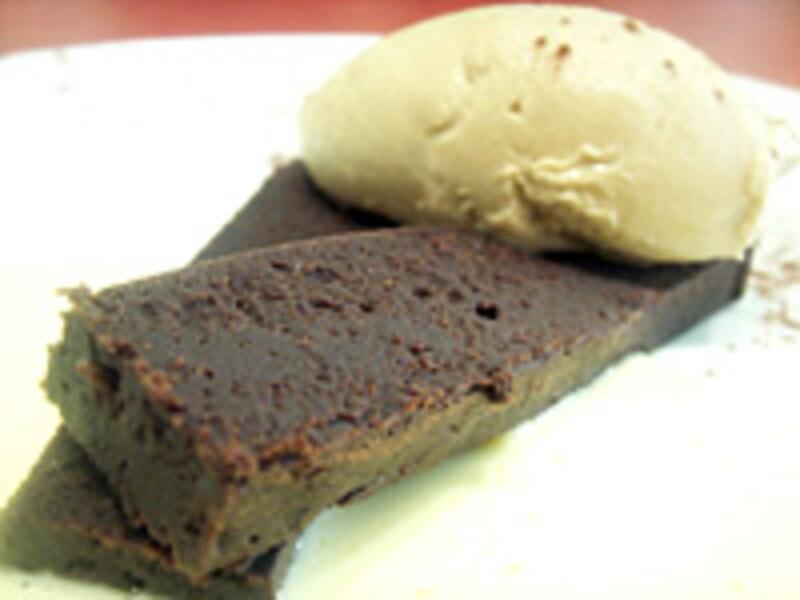 トリュファードショコラと黒糖アイス 胡麻風味のアングレーズソース