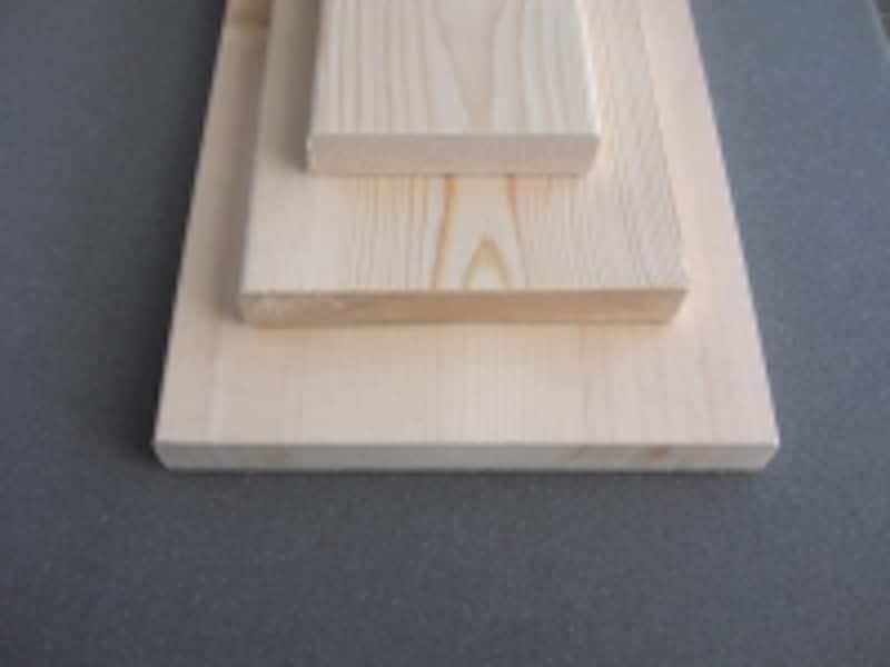 木材のサイズ:上から1×4材、1×6材、1×8材