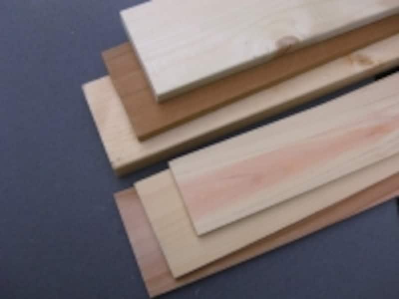 DIYにおすすめな木材の種類:奥上からホワイトウッド、レッドシダー、SPF。手前上からヒノキ、エゾ松、スギ