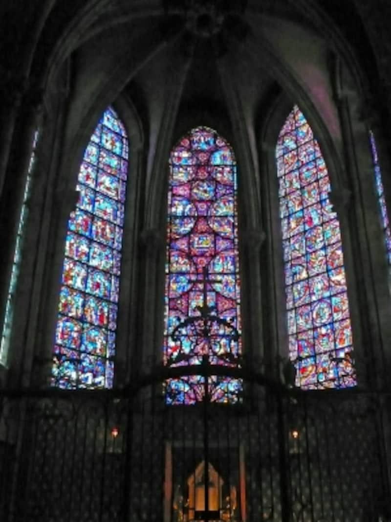 主祭壇のステンドグラス