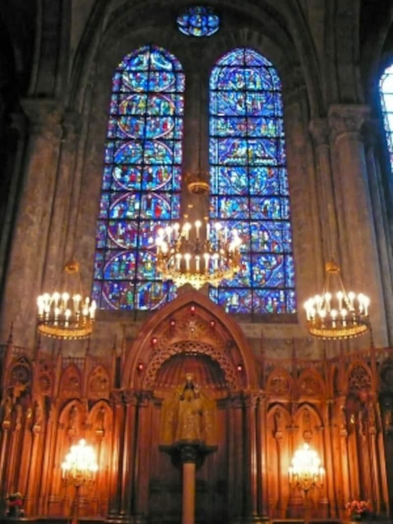 南ファサードの内部、「柱の聖母」