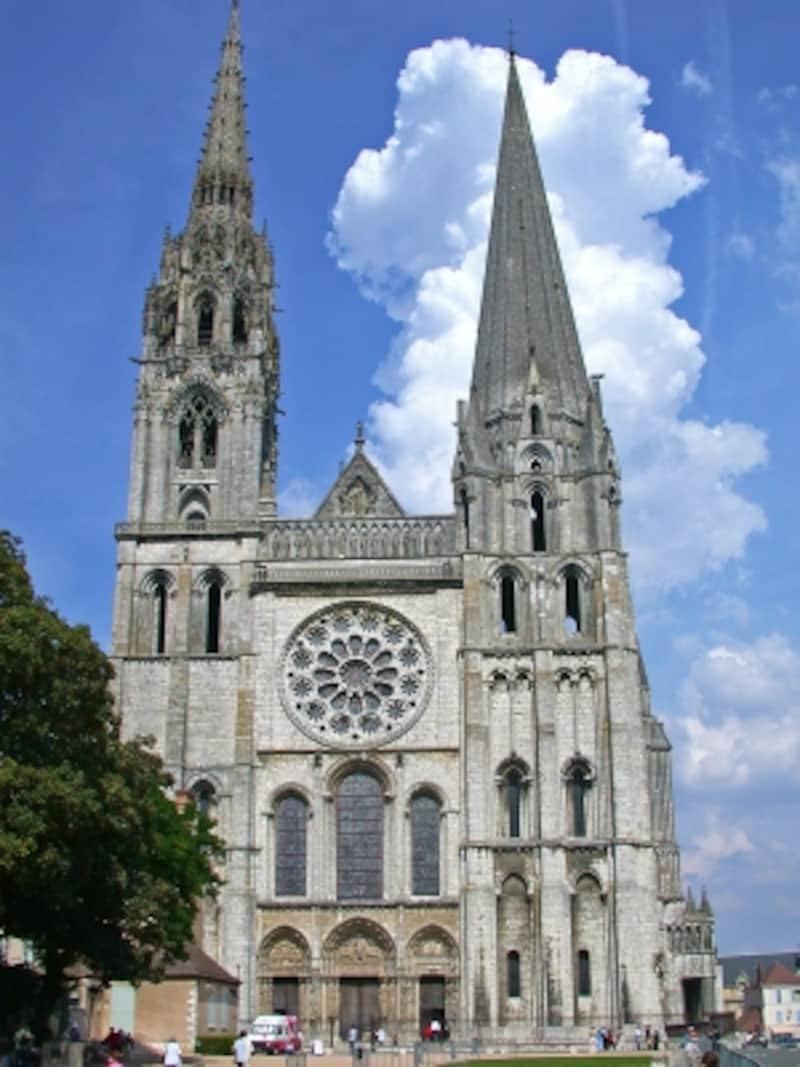 シャルトル大聖堂の威容